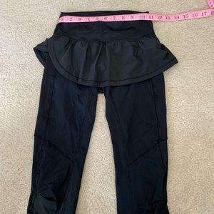 Lululemon cropped/knee length tight/legging.